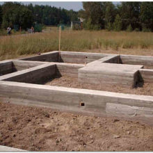 Заливка ленточного фундамента бетоном – порядок выполнения работ
