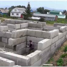 Фундамент из бетонных блоков ФБС для загородного дома