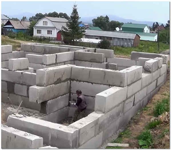 Строительство фундамента из бетонных блоков ФБС фото
