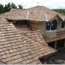 Экзотические экологические материалы для покрытия кровли дома: деревянный гонт, камыш, сланец