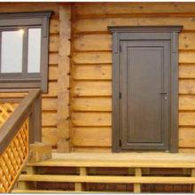 Пластиковая и деревянная дверь: плюсы и минусы