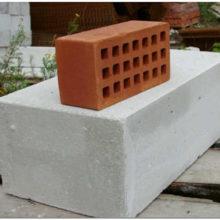 Что лучше: пеноблок или кирпич для возведения стен дома