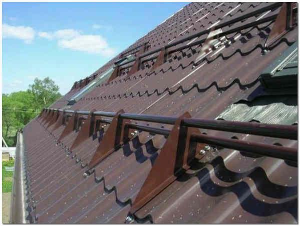 Снегозадержатели на крыше из металлочерепицы