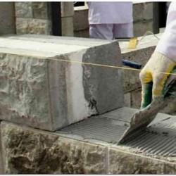 Технология нанесение шпателем клея при кладке стен из теплоблоков
