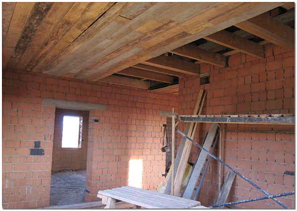 Черновой потолок по деревянным лагам